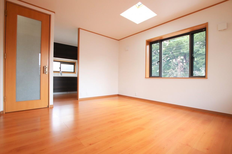 天窓のあるリビングは、いつも明るく居心地がよい空間になります