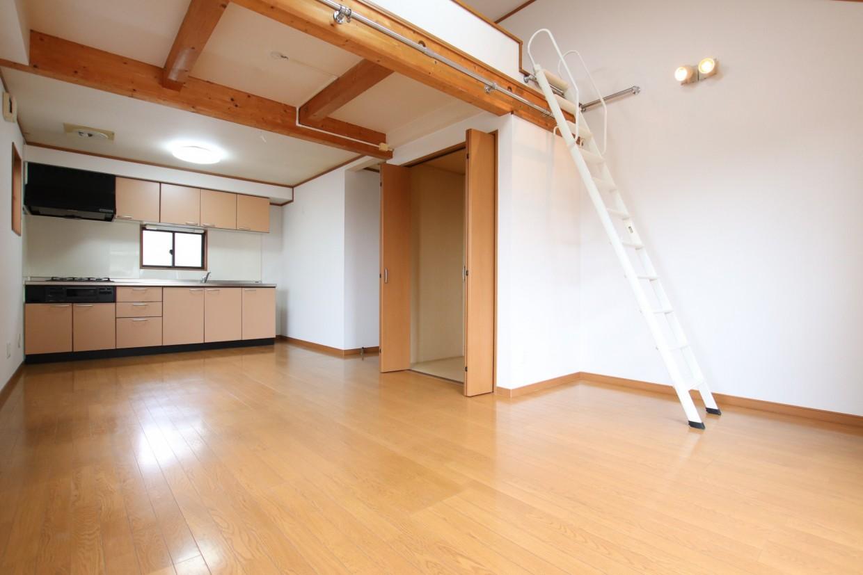 ロフト付きのLDKの為、天井が高く開放的な空間で過ごせます。