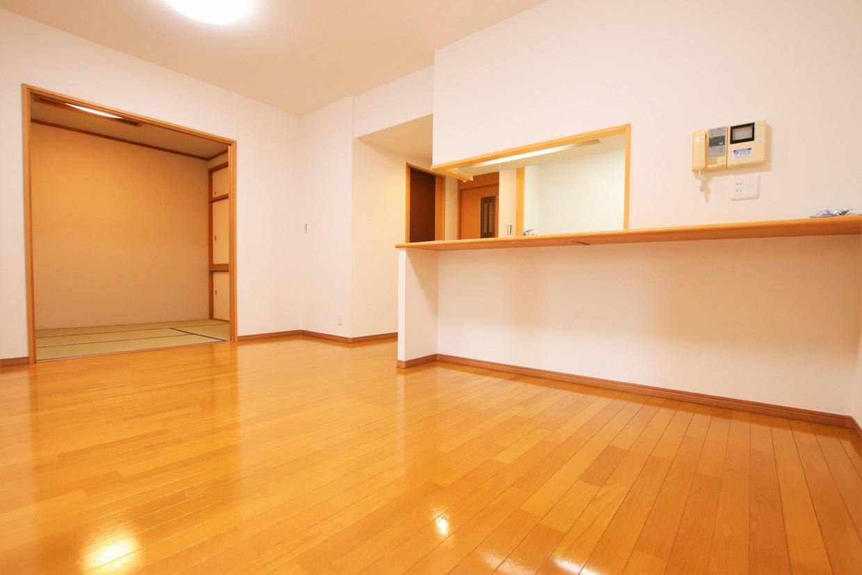 間仕切りを開けると、隣の居室と合わせて約16.4帖の空間